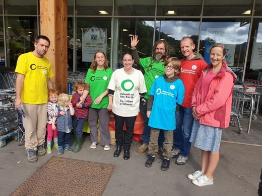Shoppers join in as friends hope to make Llangollen go plastic free