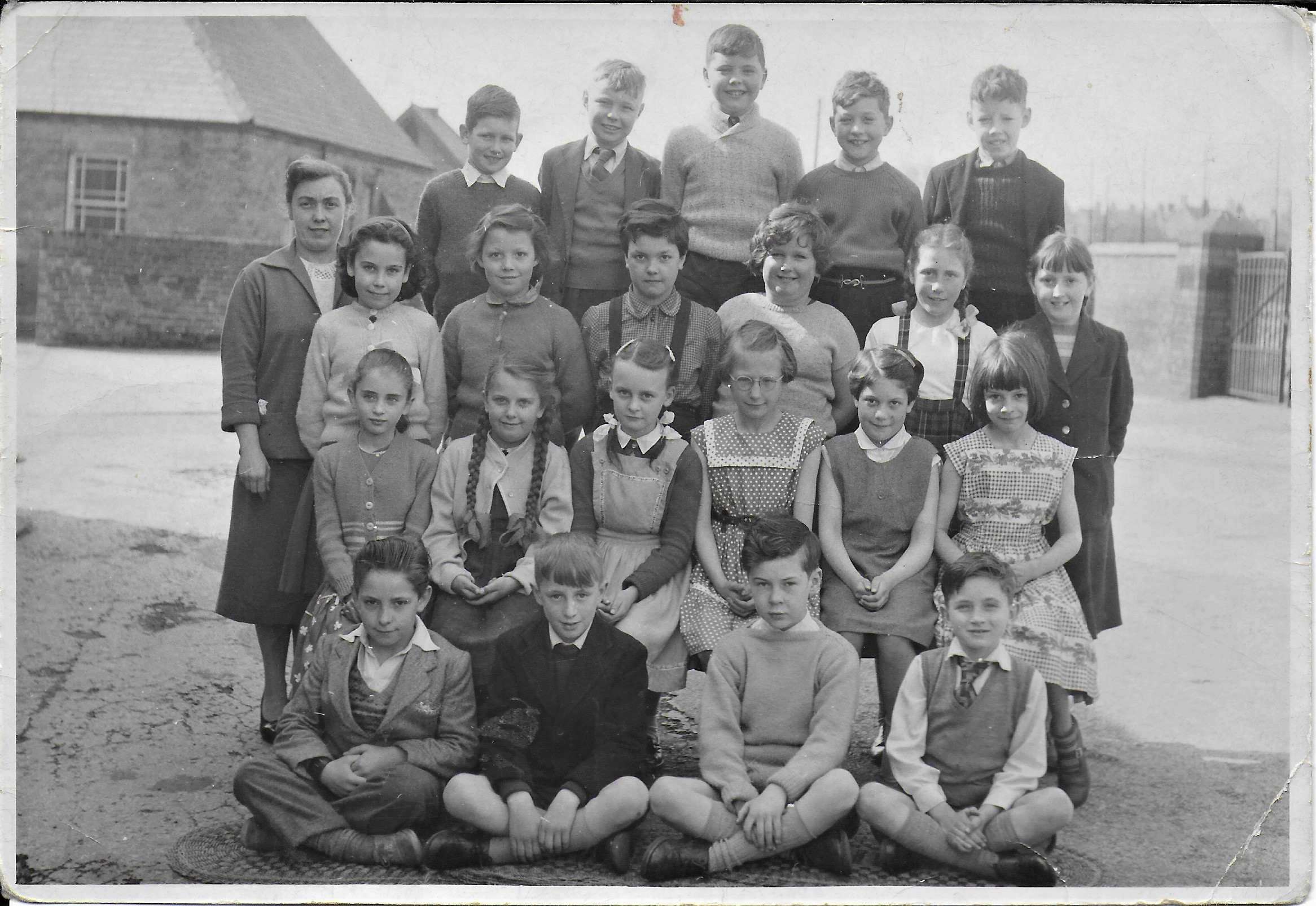 Class picture courtesy of John Jones, from Ponciau Primary School.