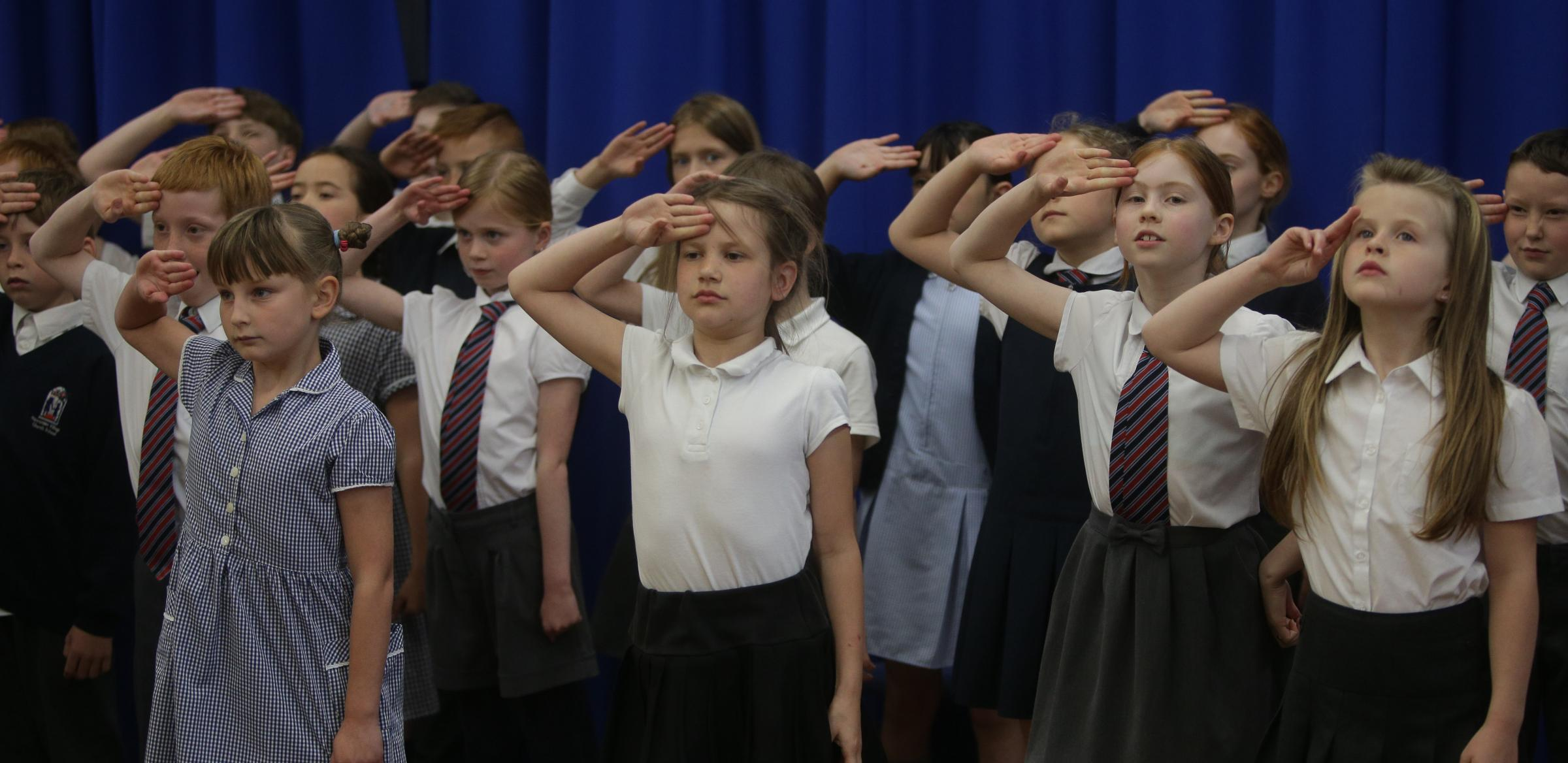 RM110518C.Hawarden.Hawarden Village Primary School. .Arts Insight came to Hawarden Village  school for a two day workshop and presented a show, 'Life in the trenches - a soldiers tale'  for parents..
