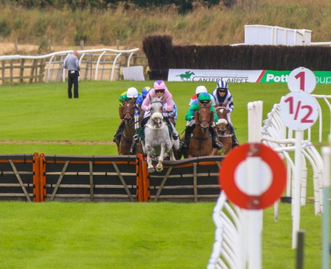 Free horse racing at Bangor-on-Dee today | The Leader