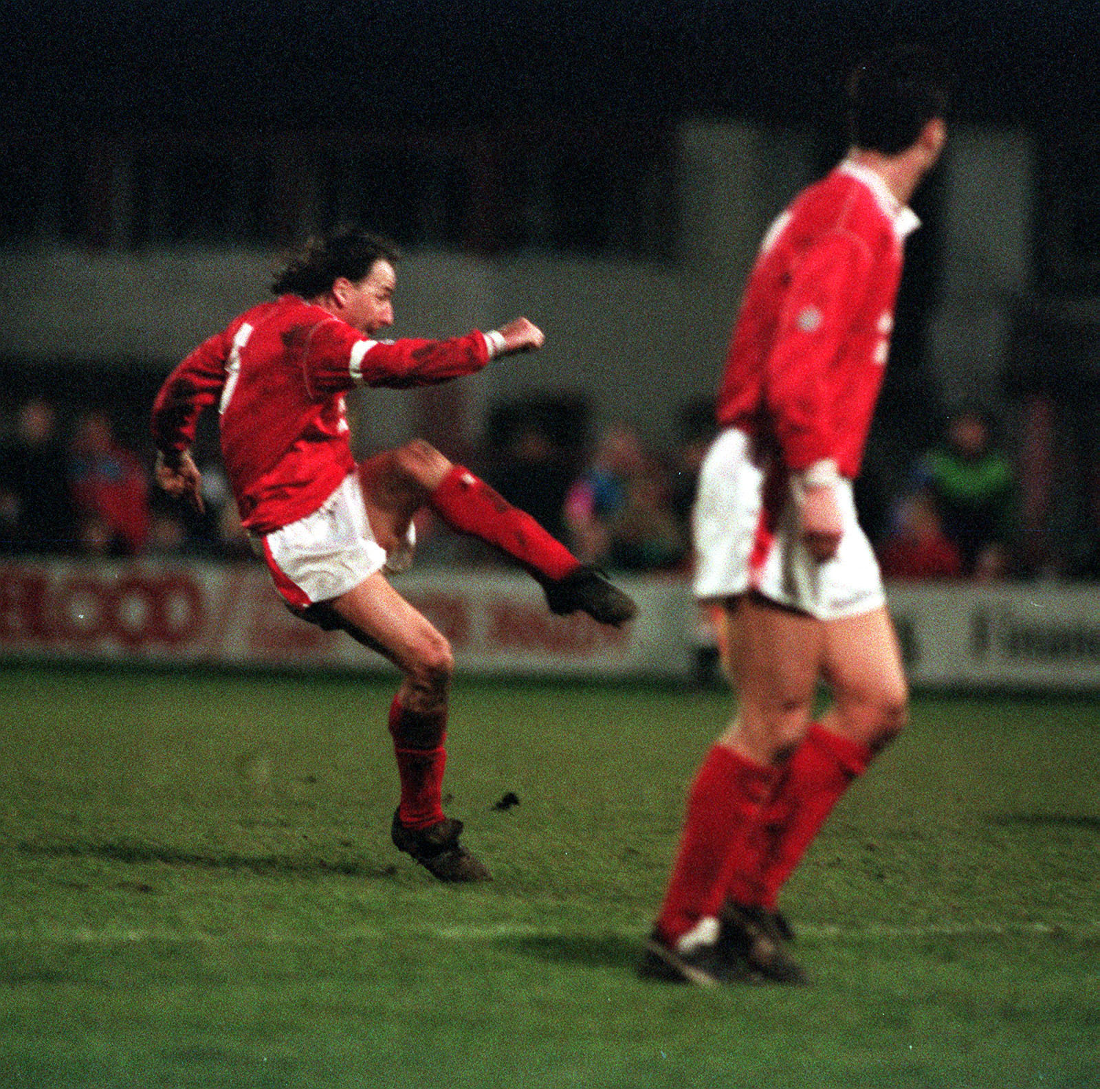 PA NEWS PHOTO 4/1/92 MICKEY THOMAS, WREXHAM CAPTAIN SCORES THE EQUALISER AGAINST ARSENAL IN THE F.A. CUP 3RD ROUND. THEY WON THE MATCH 2-1