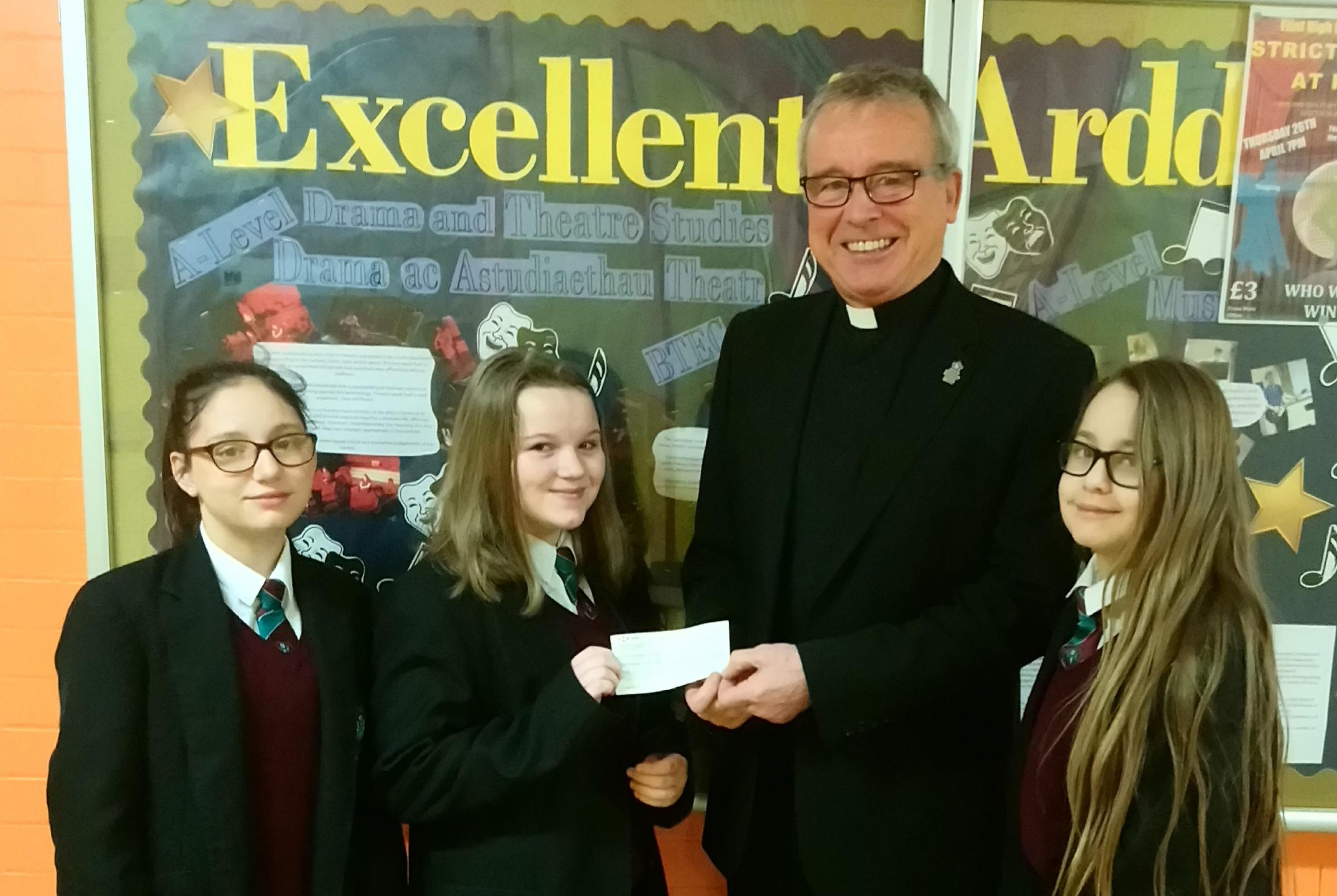 Flint schoolchildren hand over funds for dementia project